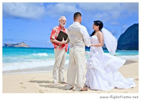 Oahu wedding photographer waimanalo beach wedding