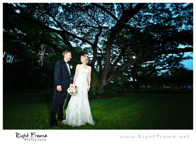 212_Oahu_wedding_Photographers_hale_koa_Hotel