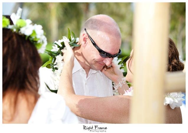 012_Oahu_wedding_photographers_Paradise_cove_