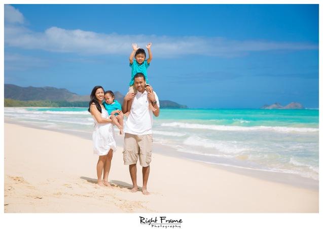 Hawaii Family Pictures on Waimanalo Beach Oahu