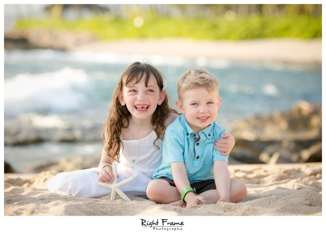 Sunset Family Beach Photo Session on Secret Beach Ko'Olina