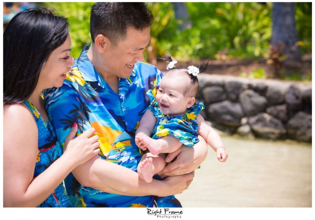 Family Portraits in Honolulu Waikiki Beach