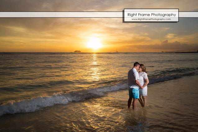 PROPOSAL MARRIAGE on WAIKIKI BEACH HAWAII