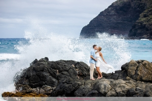 ENGAGEMENT PHOTOS IN HONOLULU HAWAII